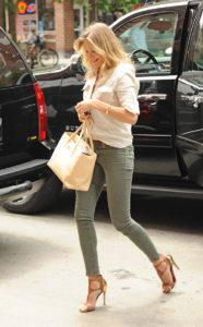 Cameron Diaz in khaki skinny jeans