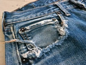 ddestroyed pocket jeans detail