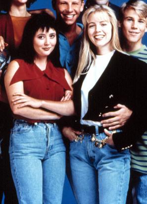 Shannen Doherty, Jennie Garth in mom jeans - Beverly Hills 90210, 1990s