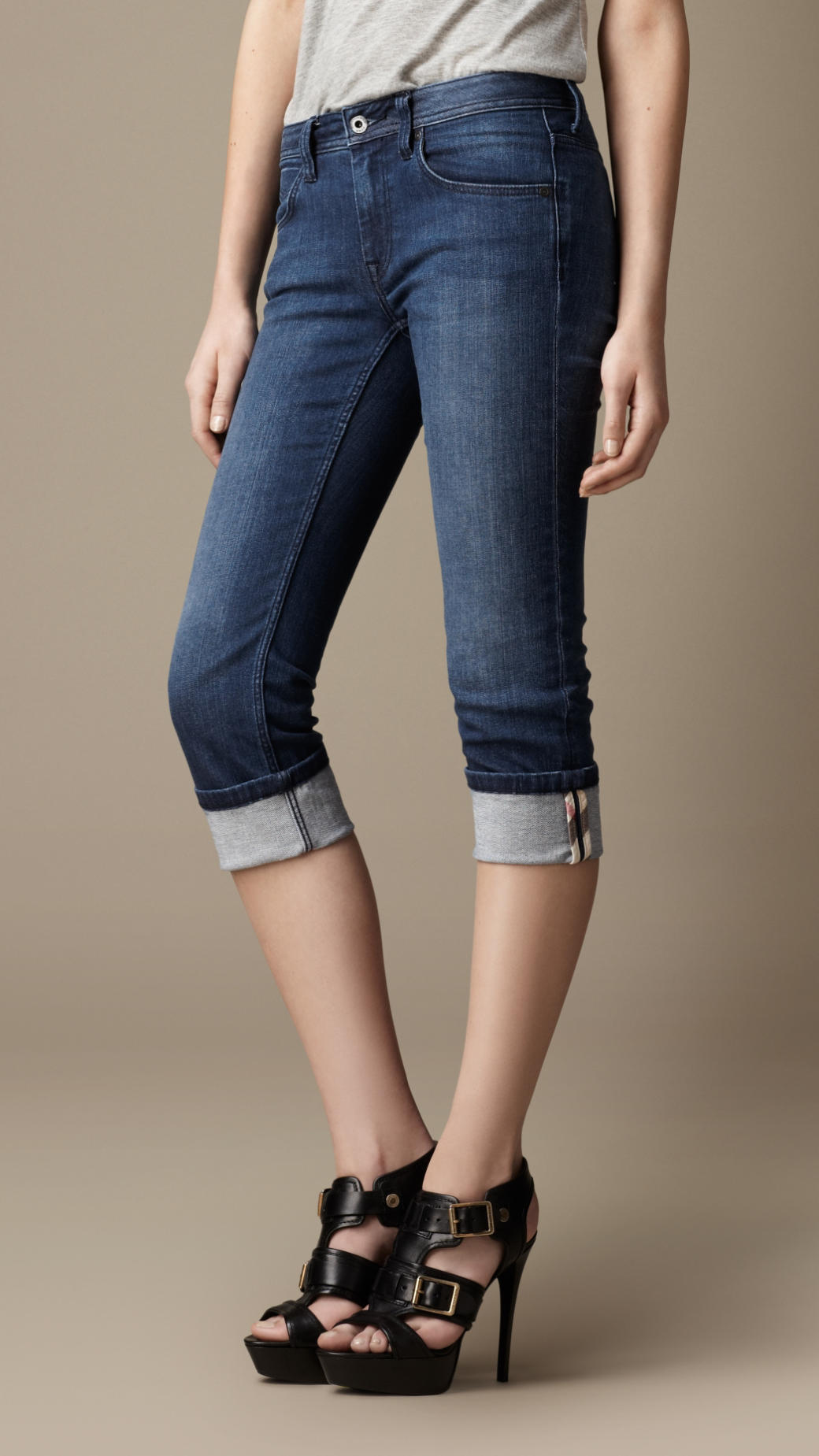 skinny fit capri jeans with heels