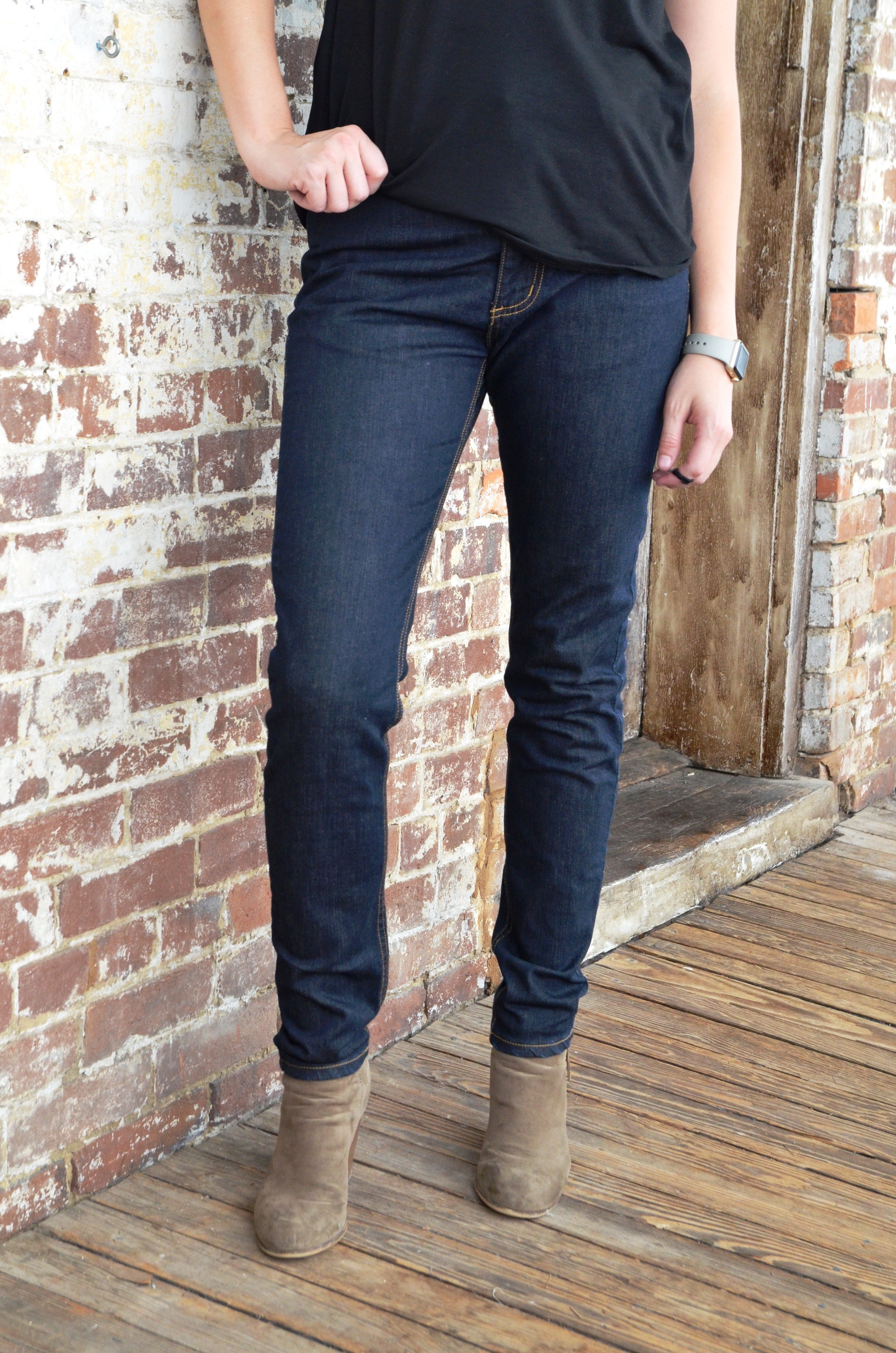 Diamond Gusset tapered leg jeans wit a semi-skinny fit in the legs