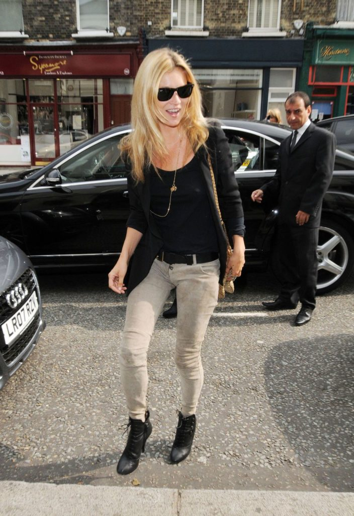 Kate Moss in Balmain khaki color skinny jeans