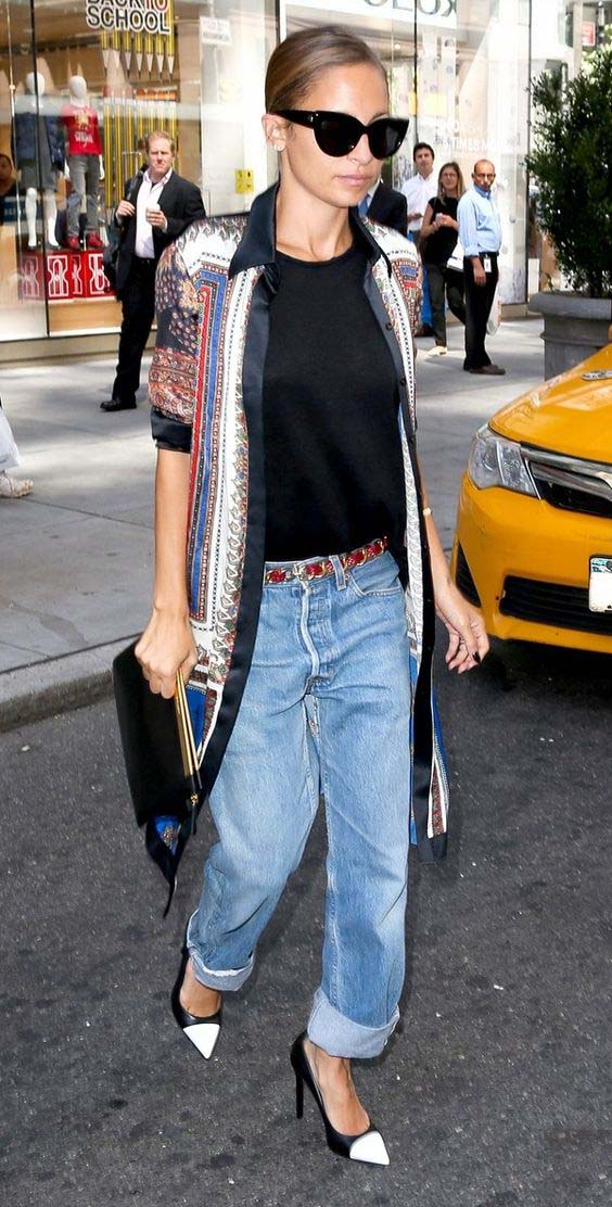 Nicole Richie wearing slouchy boyfriend fit jeans.