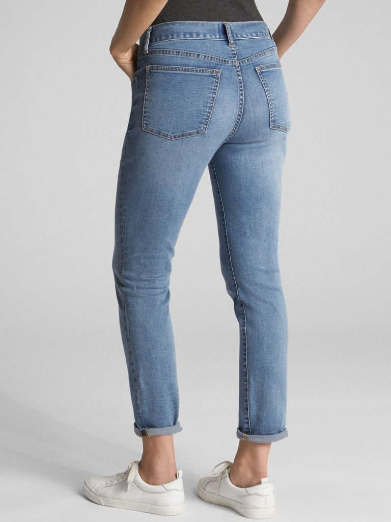 Girlfriend jeans vs boyfriend jeans, girlfriend jeans fit, back