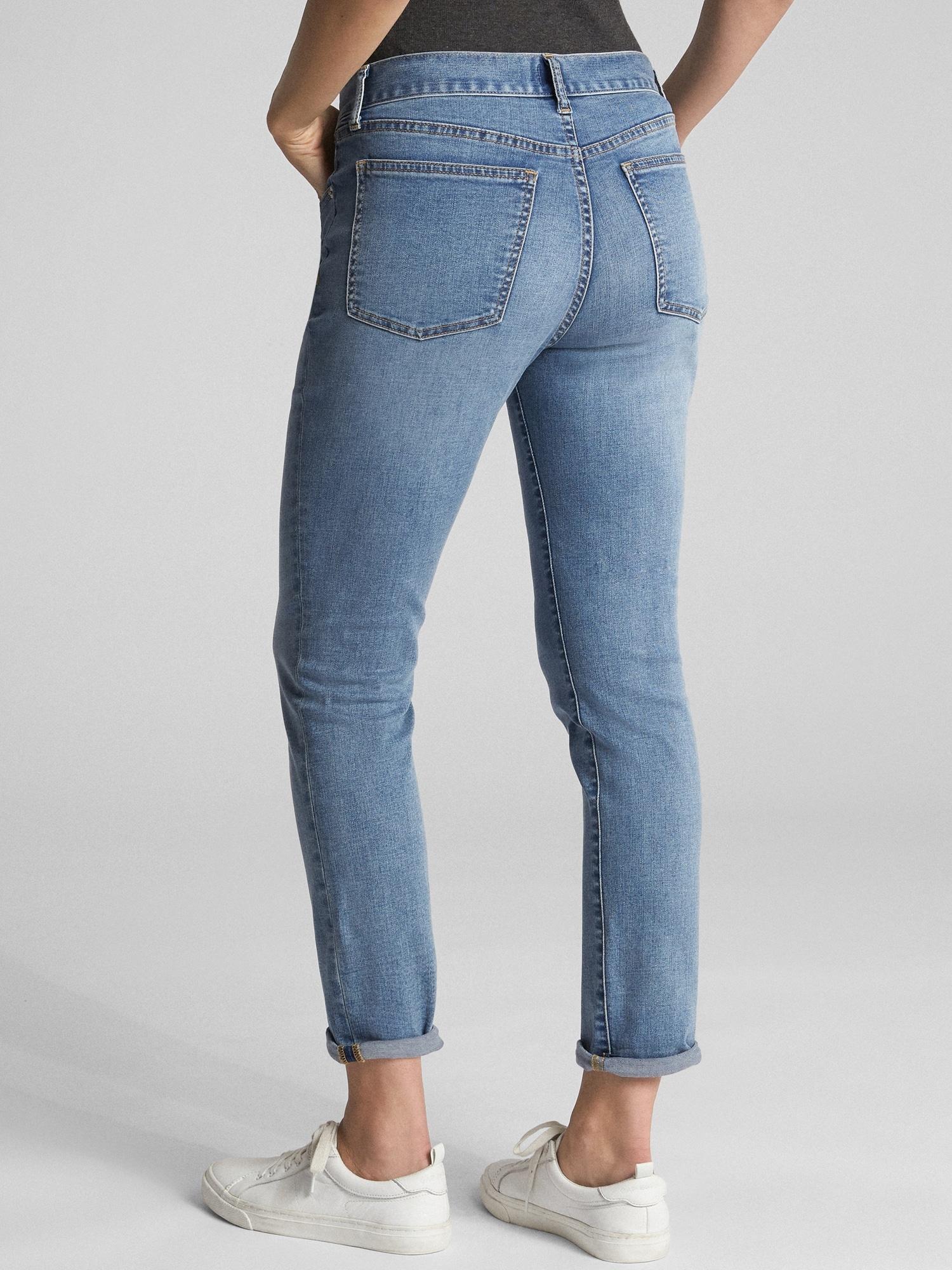 Girlfriend jeans vs boyfriend jeans, girlfriend jeans fit, back