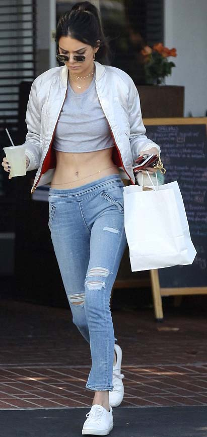 Kendall Jenner in low-rise jeans. The return of low rise jeans.