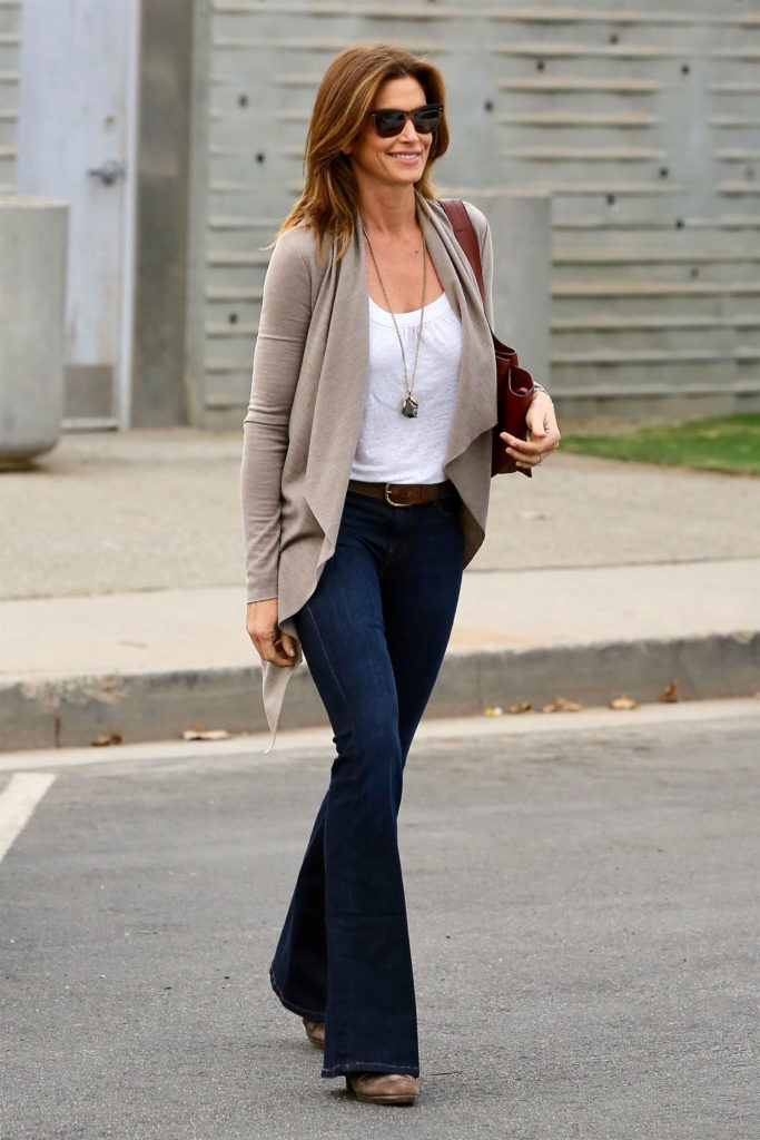 Cindy Crawford wears boot-cut jeans, bootcut jeans trend returning