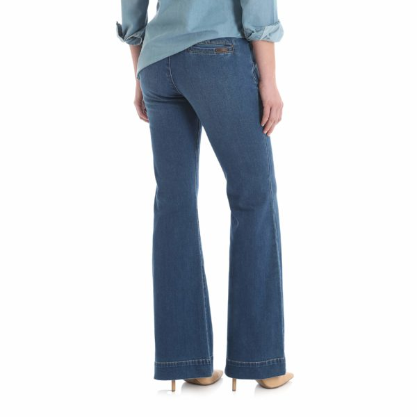 best jeans for inverted triangle body type, best jeans for v body shape, Women's Wrangler Retro Mae Trouser Jeans